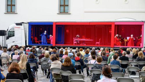 Opera ant ratų viešės Tytuvėnuose, Ariogaloje ir Raseiniuose